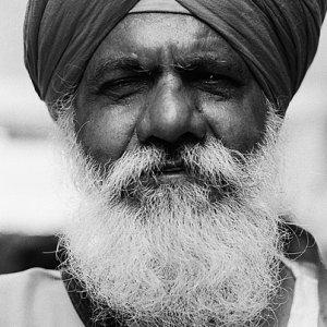 白い髭のシク教徒