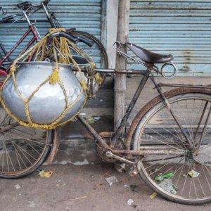 容器の取り付けられた自転車