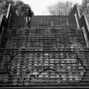 階段に描かれた落書き