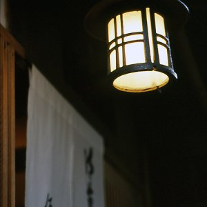 料理屋の入り口に出ていた提灯