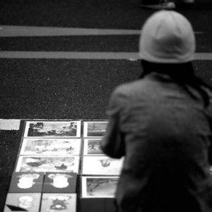 Artist selling artwork