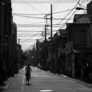走る自転車のシルエット