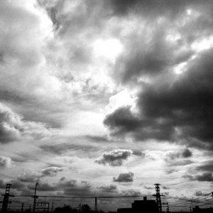 暗雲とシルエット