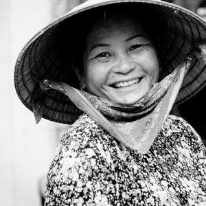 編笠を被った可愛らしい女性