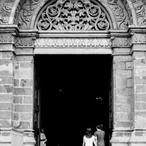 A couple entering into the cathedral