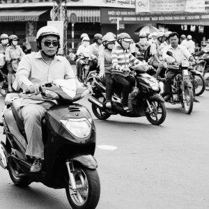 ホーチミン市を走るバイク