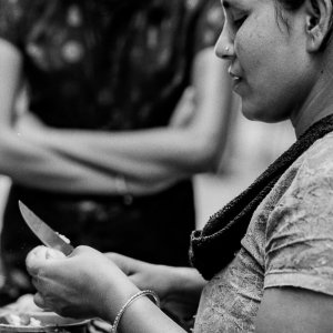 Woman cutting mangoes with knife