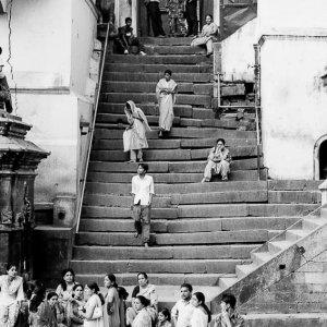 パシュパティナート寺院の石造りの階段