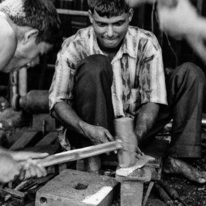 鍛冶場の男たち