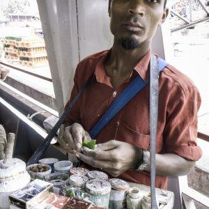 売り歩く煙草屋