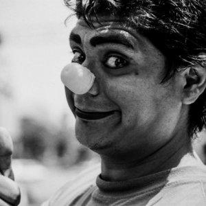 Clown thumbing up