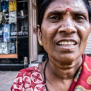 女性の苦々しい顔