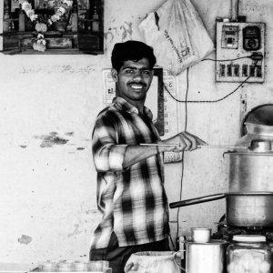 チャイを作る男