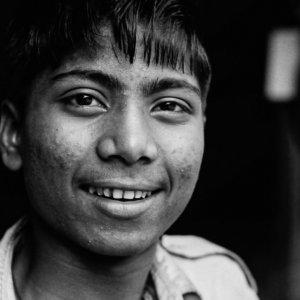 微笑む男の子