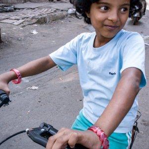 自転車に乗った女の子