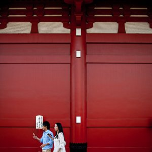 Young couple beside Hozomon gate in Senso-Ji