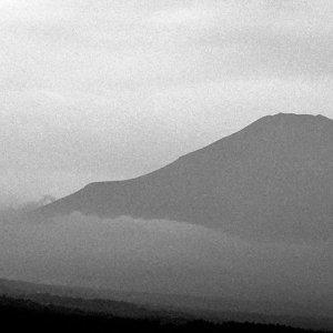 霞の中の富士山