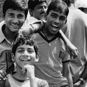 笑う男の子たち