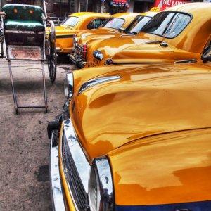 タクシーと人力車