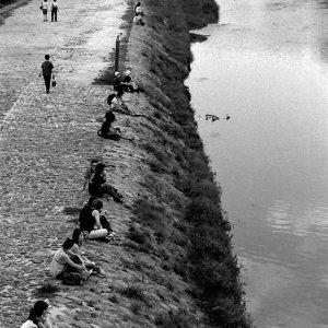couples on riverbank of Kamogawa river