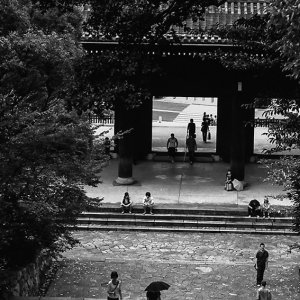 Gate and people in Chion-In