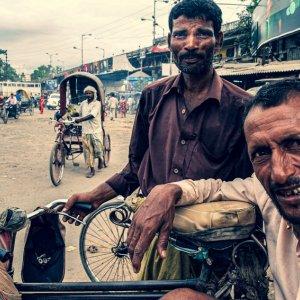 Rickshaw wallah chatting