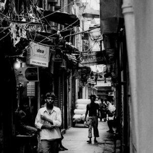 コルカタの薄暗い路地