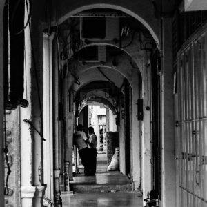 通路の人影