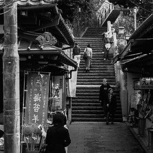 narrow street in enoshima
