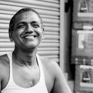 満面の笑みを浮かべた男