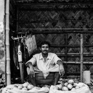 マンゴーを売る男