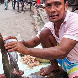 Man cutting fish with a unique knife