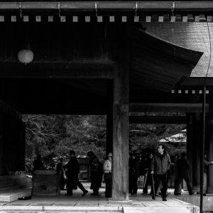 出雲大社拝殿の参拝客