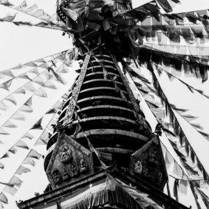 目のある仏塔