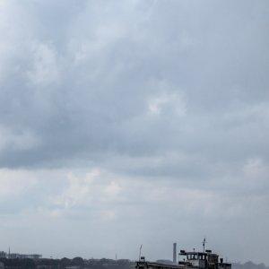 フーグリ川を航行していたフェリー