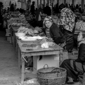 市場で働く二人の女