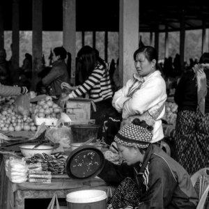市場で働く女