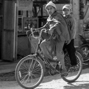 自転車に乗った男の子たち