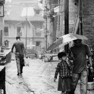 傘のある人ない人