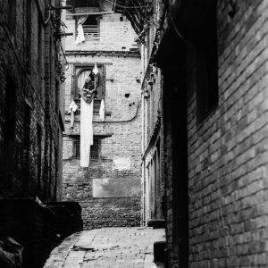 旧市街の狭くて薄暗い路地