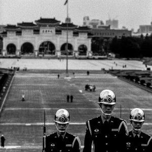 中正紀念堂の階段を登る衛兵
