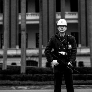 中華民国総統府の前に立つ兵士