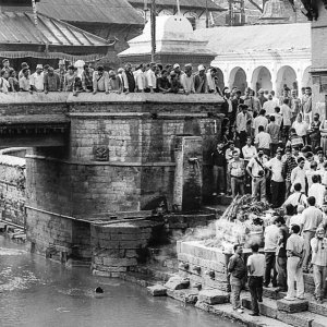 Clustered people in Pashupatinath