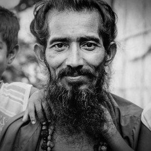 Man wearing shaggy beard