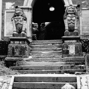 Stone statue at gate in Bungamati