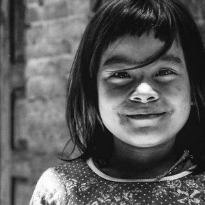 おかっぱ頭の女の子の笑顔