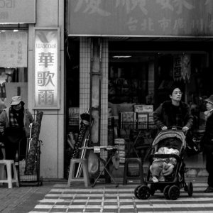 横断歩道の乳母車