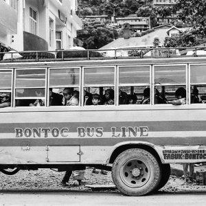 停車中のバス
