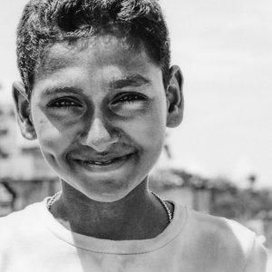 片笑窪の男の子