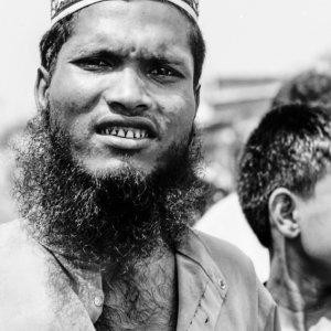 Man wearing messy beard